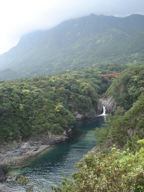 20090516 19トローキの滝 モッチョム岳3s.JPG