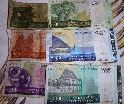 20100816 1ムルンダヴァ15通貨アリアリ.JPG