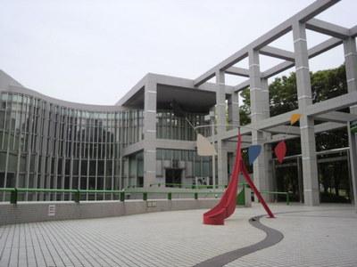 20110527 1白川公園3市美術館.jpg