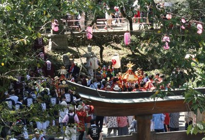 20120819 高尾山17祭り神輿.JPG